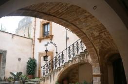 منازل في إيطاليا معروضة للبيع بيورو واحد!