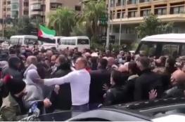 بدعم من عناصر فتح.. سفارة السلطة في بيروت تعتدي على معتصمين من فلسطينيي سورية