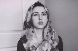 """بالفيديو.. مغنية أمريكية سمّت ابنتها """"قمر"""" تيمّنا بالسورة القرآنية"""