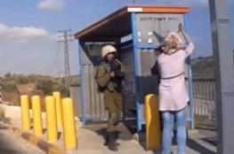 الاحتلال يتجه لفصل جندي هرب من فتاة فلسطينية حاولت طعنه