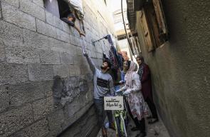 مكتبة متنقلة على دراجة تسعد أطفال مخيم بغزة