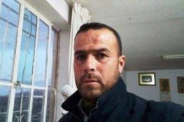 الاحتلال يمنع المحامين من زيارة الأسير المضرب أيوب العصا