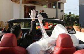 عائلة فلسطينية من الخليل تقيم حفل زفاف لنجلها ضمن اجراءات السلامة لمواجهة كورونا