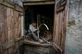 حرفي تخطى الـ 84 من عمره ومازال يواصل صناعة سلال القصب