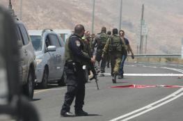 قوات الاحتلال تعتقل شاب بعد إطلاق النار عليه جنوب الخليل