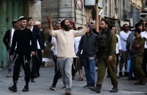 مستوطنون متطرفون يستبيحون مدينة الخليل بحماية من قوات الاحتلال