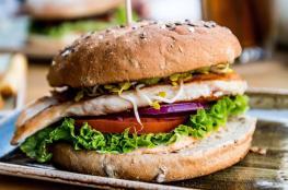 """لأول مرة.. شركة مطاعم عالمية تبيع """"برغر"""" بالماريغوانا"""