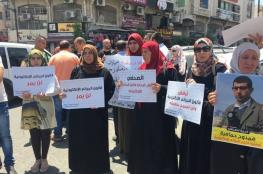 أهالي الصحفيين المعتقلين بسجون السلطة يعتصمون رفضاً لاعتقالهم