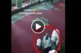 وفاة رجل بعد تصدقه على طفلين في مسجد