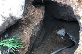 تشققات وانهيارات أرضية في حي وادي حلوة نتيجة حفريات الاحتلال