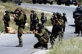 """الاحتلال يُصيب شابًا على حاجز """"الكونتينر"""" ويعتقله بزعم حيازته جسماً مشبوهاً"""