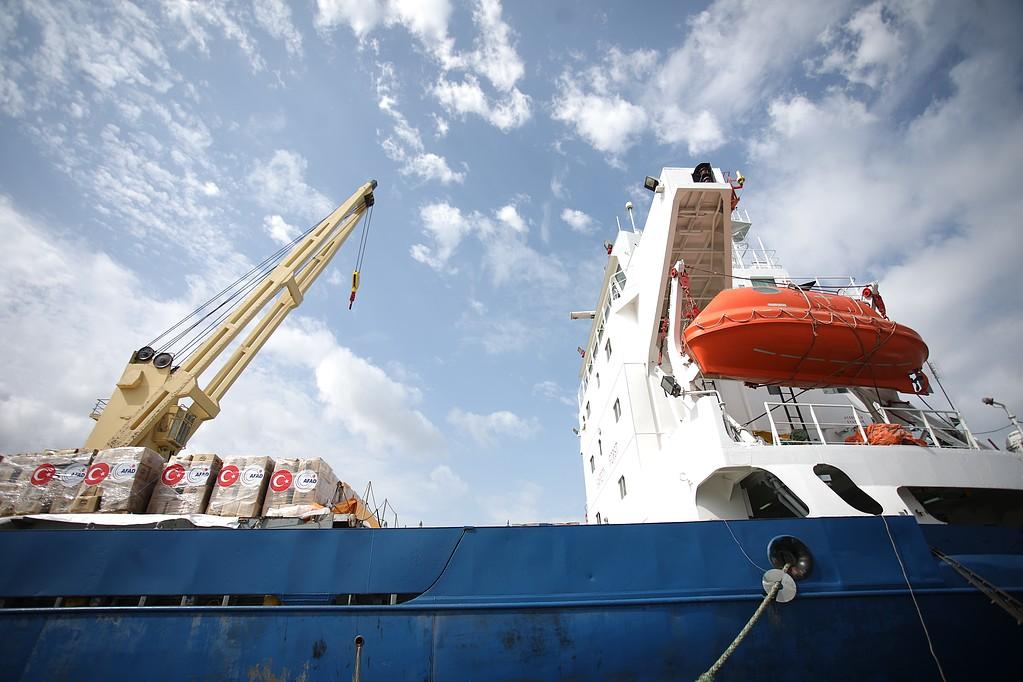 بالصور: وصول سفينة المساعدات التركية الى ميناء اسدود في طريقها إلى غزة