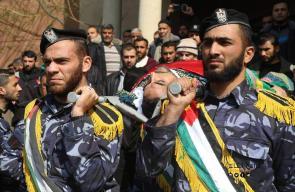 تشييع جثمان ضابط شرطة ومواطن ارتقيا خلال مهمة أمنية بنفق حدودي جنوب القطاع