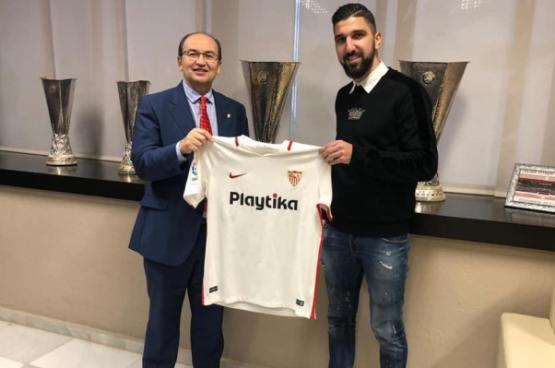 رسميا.. الفلسطيني دبور لاعبا لإشبيلية الإسباني