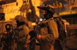 الاحتلال يعتقل 3 مواطنين من الخليل