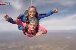 عجوز أميركية تحتفل بميلادها الـ 94 بقفزة مظلية من ارتفاع 10 آلاف قدم