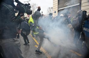 السبت الأسود.. مواجهات عنيفة في باريس خلال تظاهرات السترات الصفراء