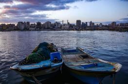 بعد تحذير الفصائل.. الاحتلال يوسع مساحة الصيد ويسمح بإدخال المواد الخام لغزة