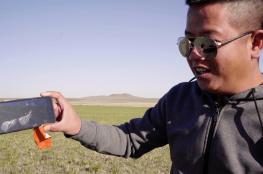 لاختبار قوته.. هاتف ذكي يسقط من السماء