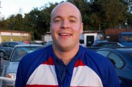 مقتل رجل بريطاني كان يشحن آيفون في الحمام