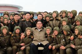 """كيم جونغ أون """"يقود"""" بنفسه مناورات قوات المظليين ويدعو للاستعداد للحرب!"""