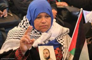 الإعتصام الأسبوعي لأهالي الأسرى الفلسطينيين داخل مقر الصليب الأحمر بمدينة غزة