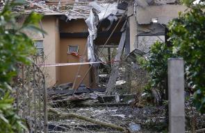 دمار كلي أصاب منزلا شمال تل أبيب بفعل صاروخ ادعى الاحتلال أنه اطلق من غزة