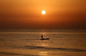 الغروب في بحر غزة