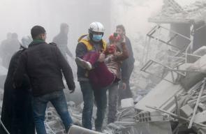 أوضاع كارثية.. أهالي الغوطة يدفنون شهدائهم بمقابر جماعية والإبادة متواصلة