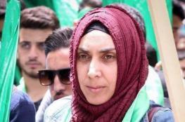 الاحتلال يحكم على والدة الشهيد محمد أبو غنام بالسجن 11 شهرًا