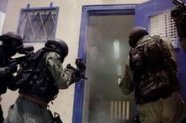 إعلام الأسرى لشهاب: وحدات القمع الإسرائيلية تقتحم قسم 4 بسجن النقب وتُنكّل بالأسرى