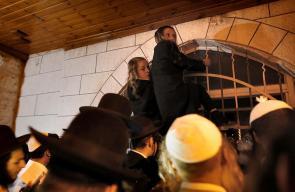 مئات المستوطنين اليهود يقتحمون مسجد النبي يونس في بلدة حلحول شمال الخليل