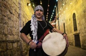مسحراتي القدس يواصل عمله رغم مضايقات الاحتلال