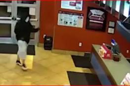 شاهد مقنع حاول سرقة مطعم ليجد مفاجأة في انتظاره