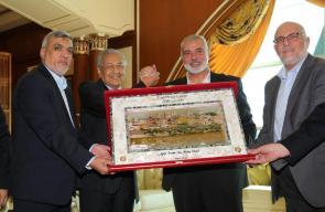 هنية يلتقي رئيس الوزراء الماليزي مهاتير محمد بكوالالمبور