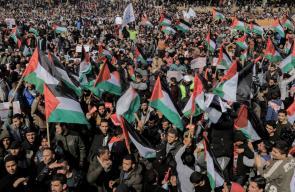 الشعب الفلسطيني ينتفض في وجه عباس: ارحل
