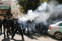 فيديو : الاحتلال يقمع مسيرة تطالب بفتح شارع الشهداء بالخليل