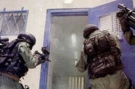 """الاحتلال يعتدي على الأسرى في سجن عوفر و""""المتسادا"""" تقتحم"""