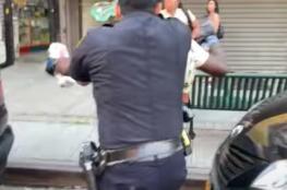 شرطي أميركا يصعق متظاهر من أصول إفريقية