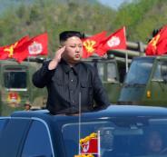 1078667-زعيم-كوريا-الشمالية-يؤدى-التحية-العسكرية-لأفراد-الجيش