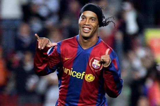 رونالدينيو يعتزل كرة القدم بعد مسيرة حافلة
