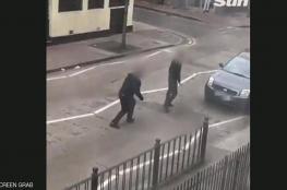 شاهد: فيديو يظهر اعتداءً على مصلّين قرب مسجد في لندن