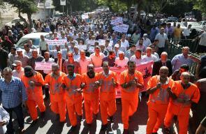 غزة: مسيرة حاشدة رفضاً لسياسة الوكالة بحق العاملين واللاجئين