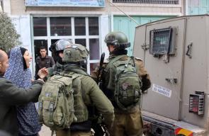 حاولت والدته منعهم.. لحظات مؤثرة لاعتقال الاحتلال لطفل  من الخليل