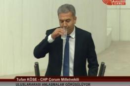 مشادات بعد شرب نائب تركي معارض الماء بنهار رمضان