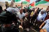 """صلاة الجمعة على أراضي """"السواحرة"""" ببادية القدس احتجاجا على الاستيطان"""