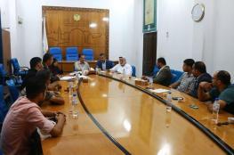"""بحضور وكيل وزارة الاقتصاد.. """"التشريعي"""" يعقد لقاءً مع تجار إطارات السيارات بغزة"""