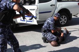 أجهزة السلطة تعتقل مسنًا وتواصل اعتقال آخرين