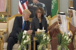 الملك سلمان يطلب من ترامب وزوجته شرب القهوة باليمين