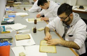 مختصون يرممون آلاف الكتب والمخطوطات الإسلامية في البوسنة